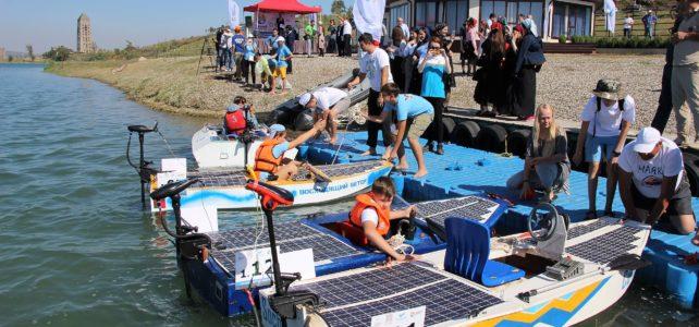 """В Грозном состоялись гонки лодок на солнечных батареях """"Солнечная регата"""""""
